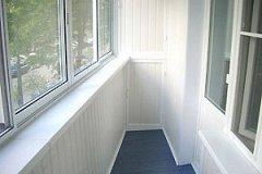 Преимущества застеклённого балкона
