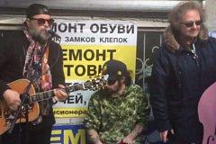 Борис Гребенщиков спел в красноярском подземном переходе: видео
