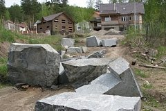 Жителей Железногорска испугали странные бетонные блоки
