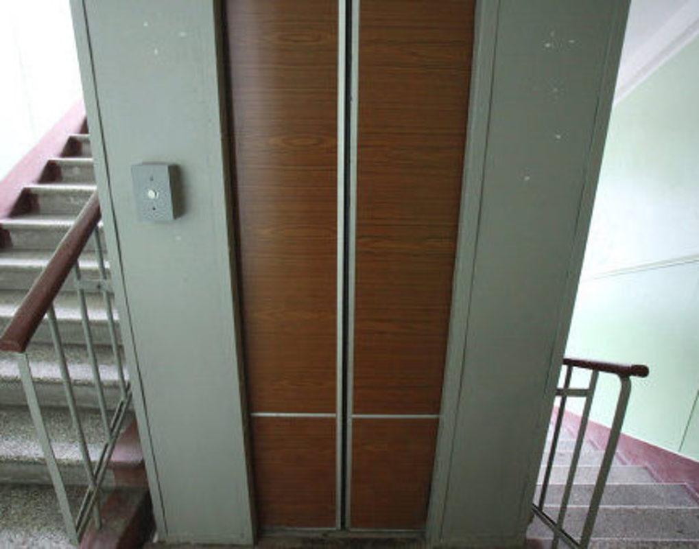 Красноярская пенсионерка оказалась взаперти из-за сломанного лифта