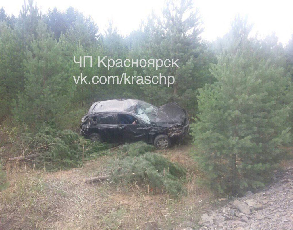 На трассе под Емельяново водитель иномарки слетел в кювет