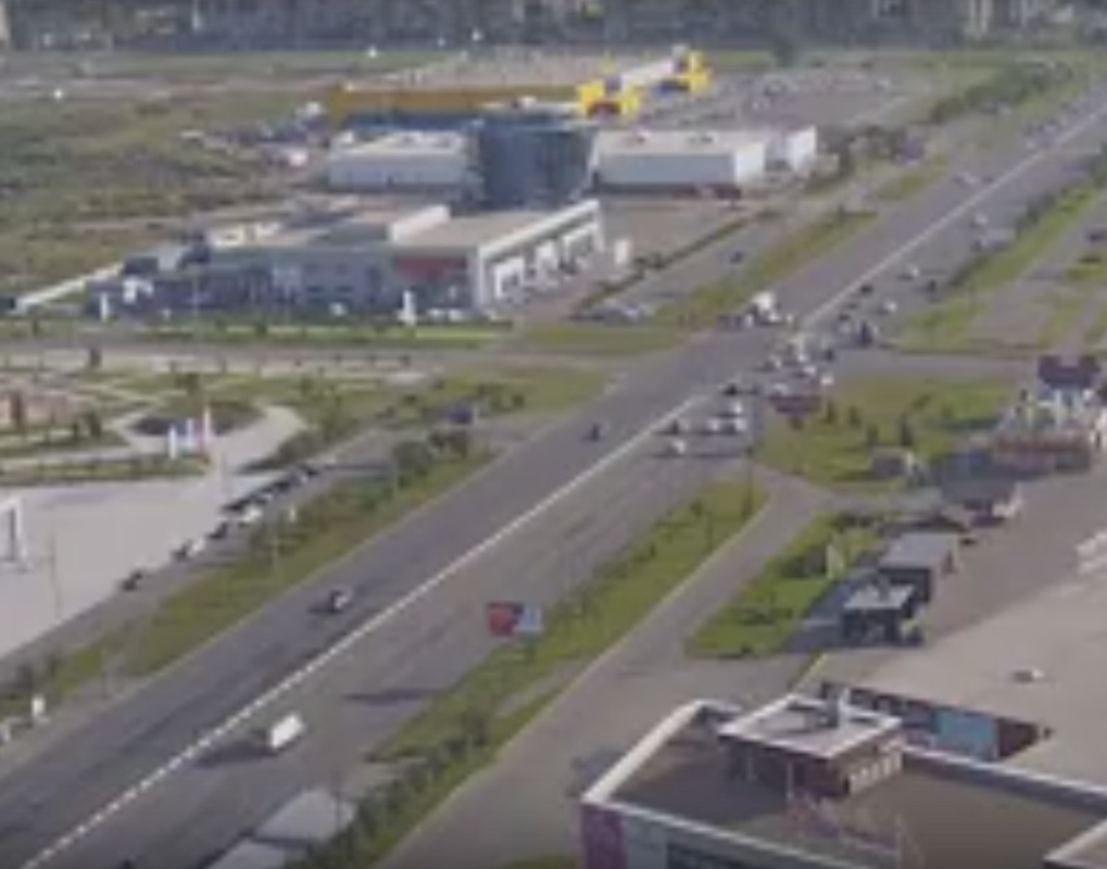 В Красноярске около ТРЦ «Планета» перевернулась «Ока» и столкнулась с Nissan
