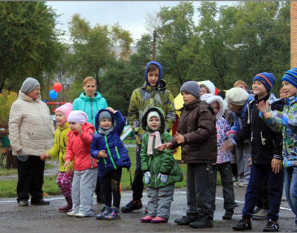 Окончание благоустройства в Кировском районе жители отметили Праздником двора