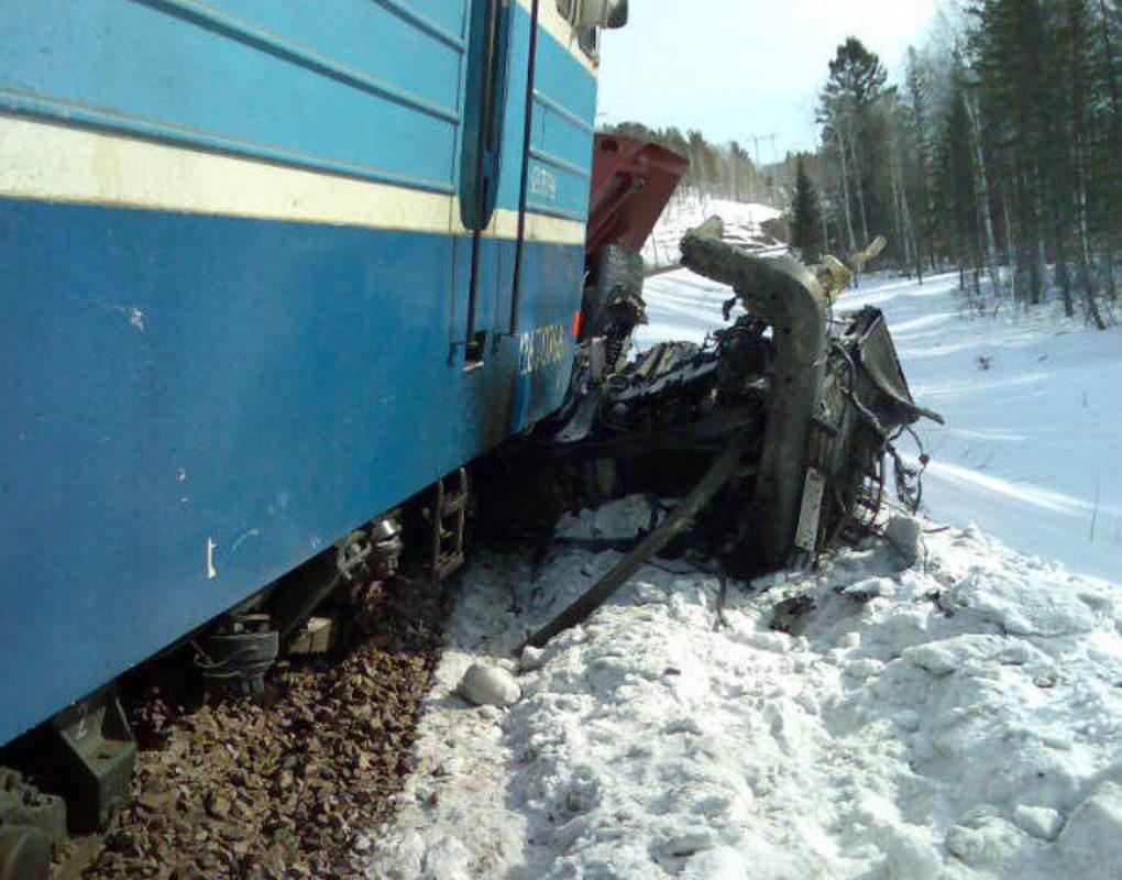На жд/переезде под Курагино погиб выехавший на пути водитель машины