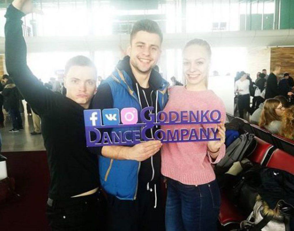Танцоры красноярского ансамбля имени Годенко шокировали пассажиров в парижском аэропорту