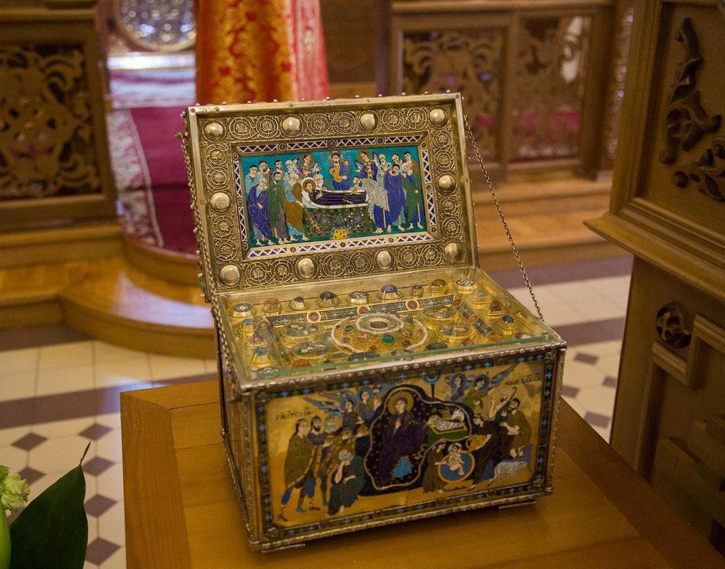 В Красноярск привезли ковчег с частицей ризы Пресвятой Богородицы
