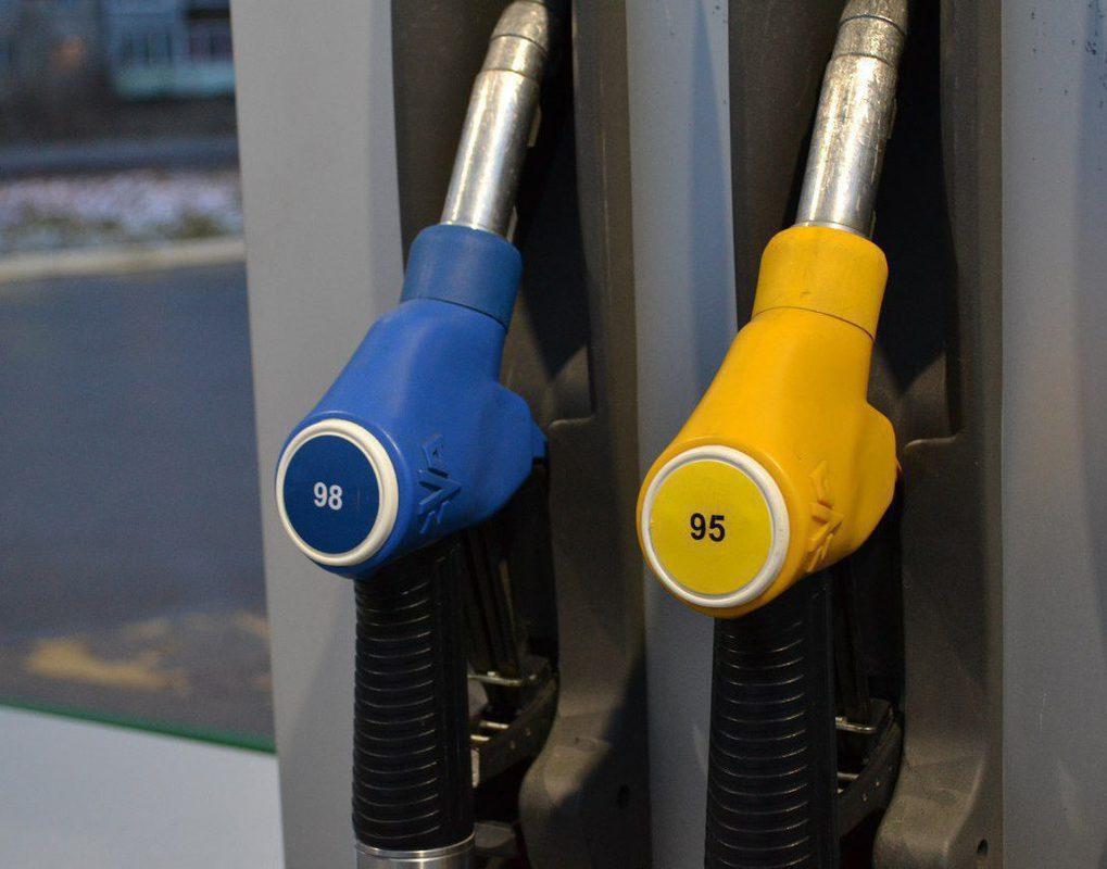Бензин на красноярских АЗС за месяц подорожал почти на 4%