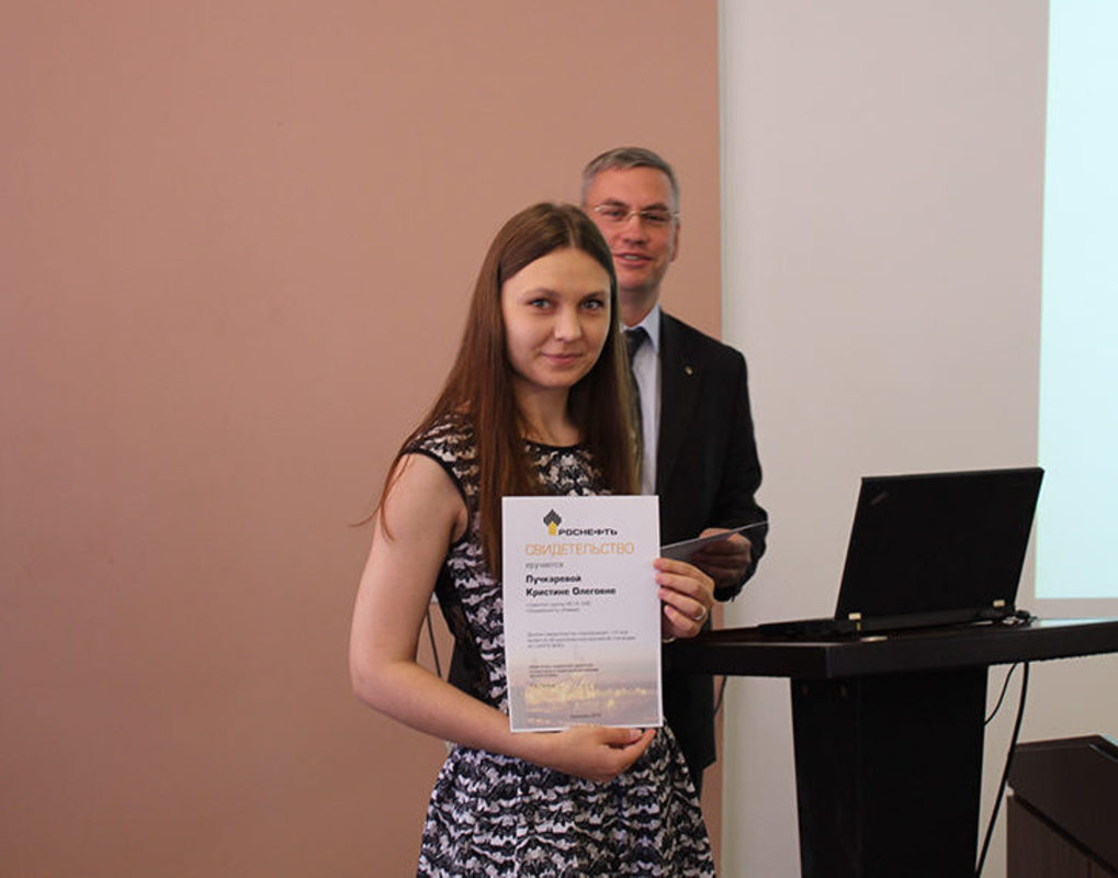 Студенты Института нефти и газа СФУ получили стипендии от Ачинского НПЗ