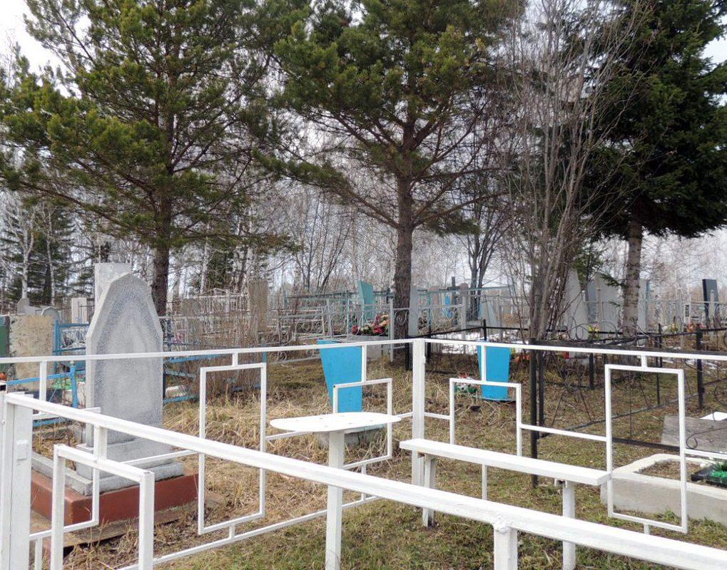 Прокуратура обязала мэрию проконтролировать уборку красноярских кладбищ