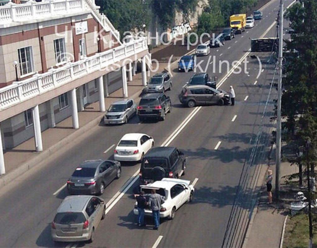 ДТП спровоцировало пробку на ул. Дубровинского