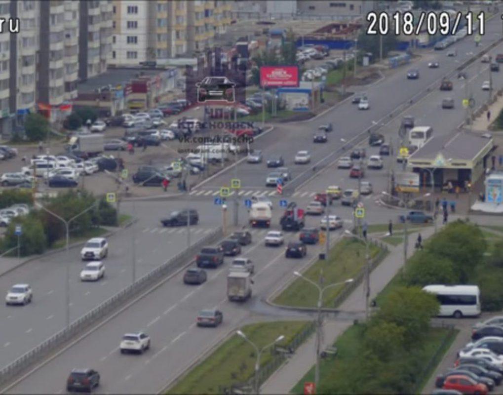 В Красноярске водитель ВАЗа сбил подростка на перекрестке и скрылся