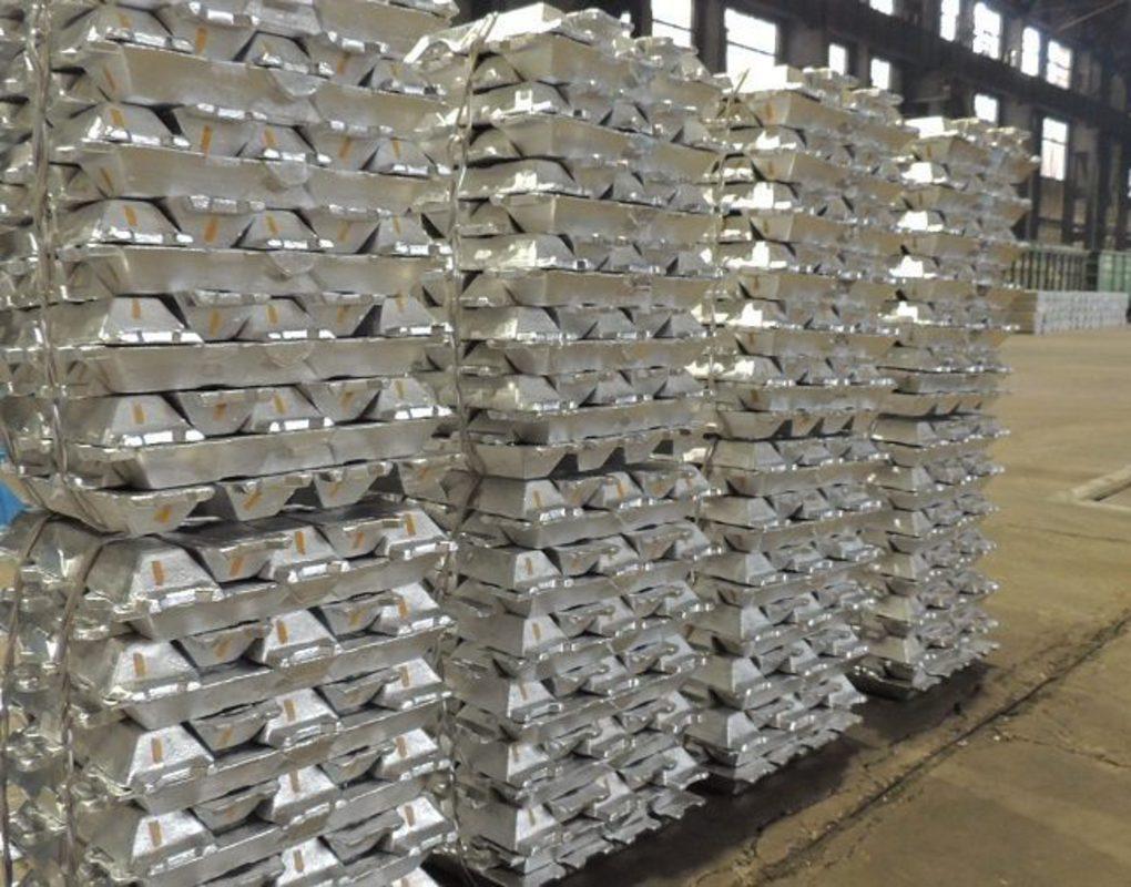 «КрАЗ — это город в городе». Прогулка по одному из самых эффективных алюминиевых заводов в мире