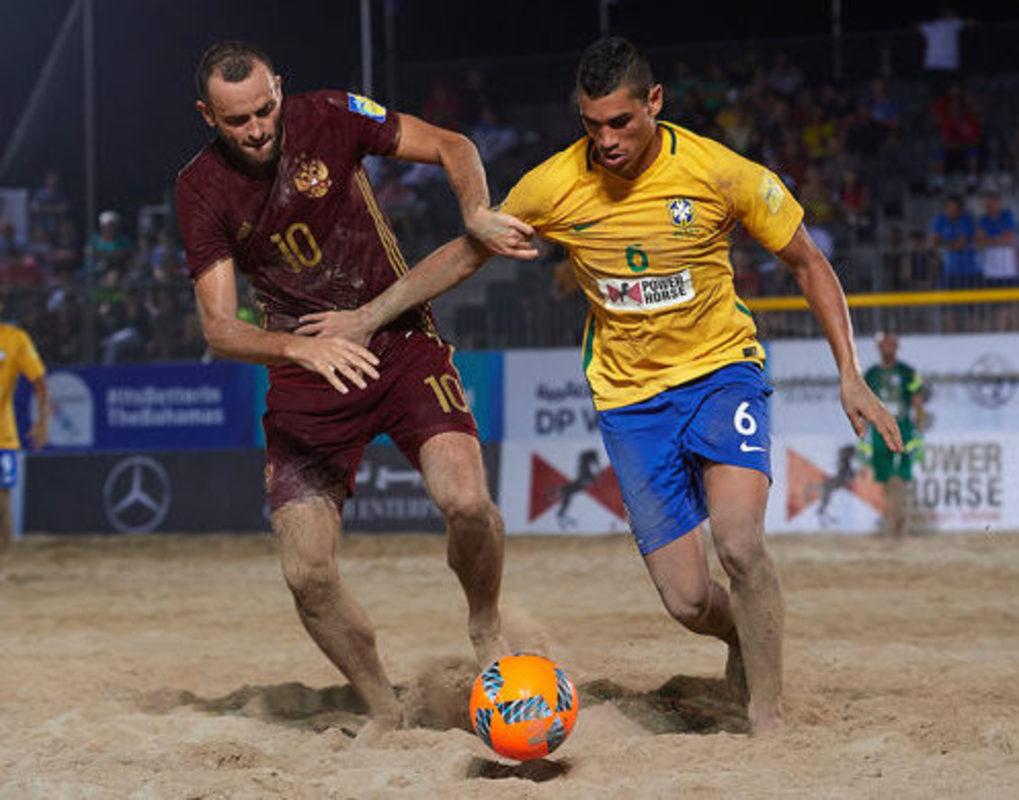 Россия и Бразилия встретятся в полуфинале Межконтинентального кубка по пляжному футболу в Дубае