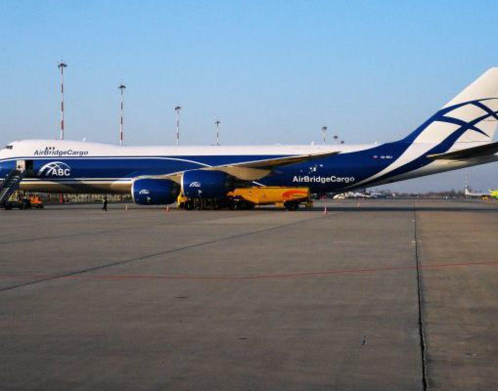 Грузовой самолет приземлился в Красноярске из-за отказа двигателя