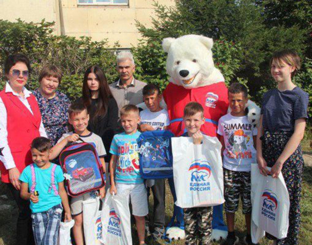 В Красноярске стартовала партийная благотворительная акция «Собери ребенка в школу»