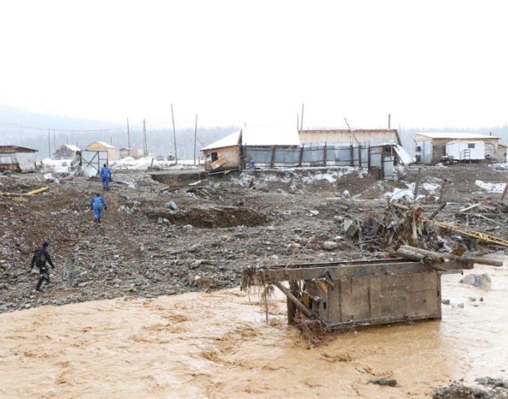 «Угрозы жизни нет»: растет число пострадавших после обрушения дамбы в Курагинском районе