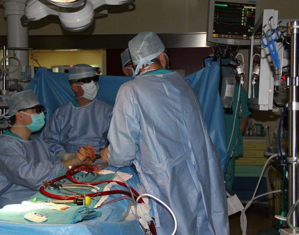Красноярские кардиохирурги оперировали в 3D очках