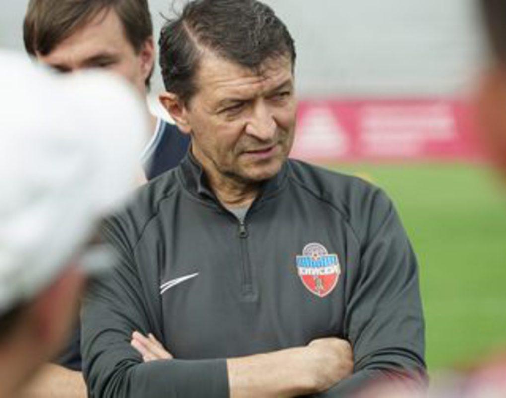 Главный тренер футбольного «Енисея» Юрий Газзаев подал в отставку