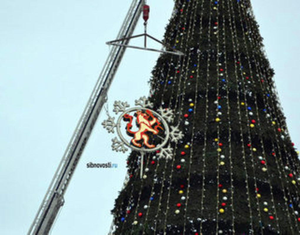 В Красноярске начали разбирать новогодние елки