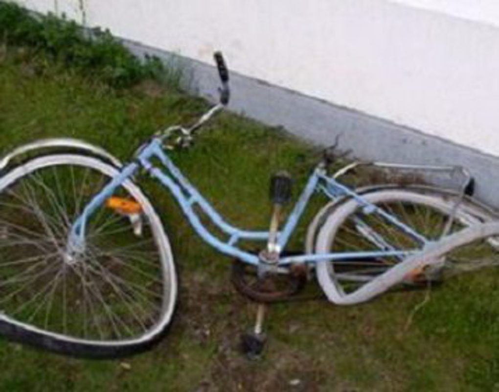 Под Красноярском подростки на велосипедах столкнулись с байком и иномаркой