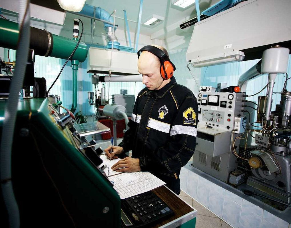 Лаборатория Ачинского НПЗ расширила область аккредитации новыми методами исследований