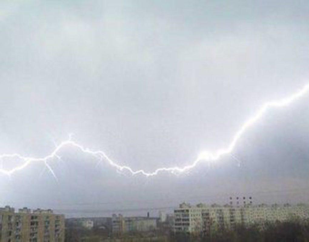 Град и сильный ветер идут на Красноярск