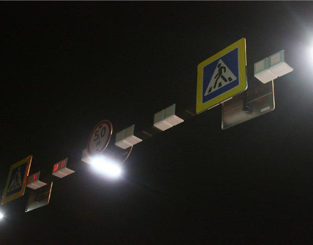 На аварийном участке ул. Елены Стасовой оборудовали безопасный пешеходный переход с яркой консолью