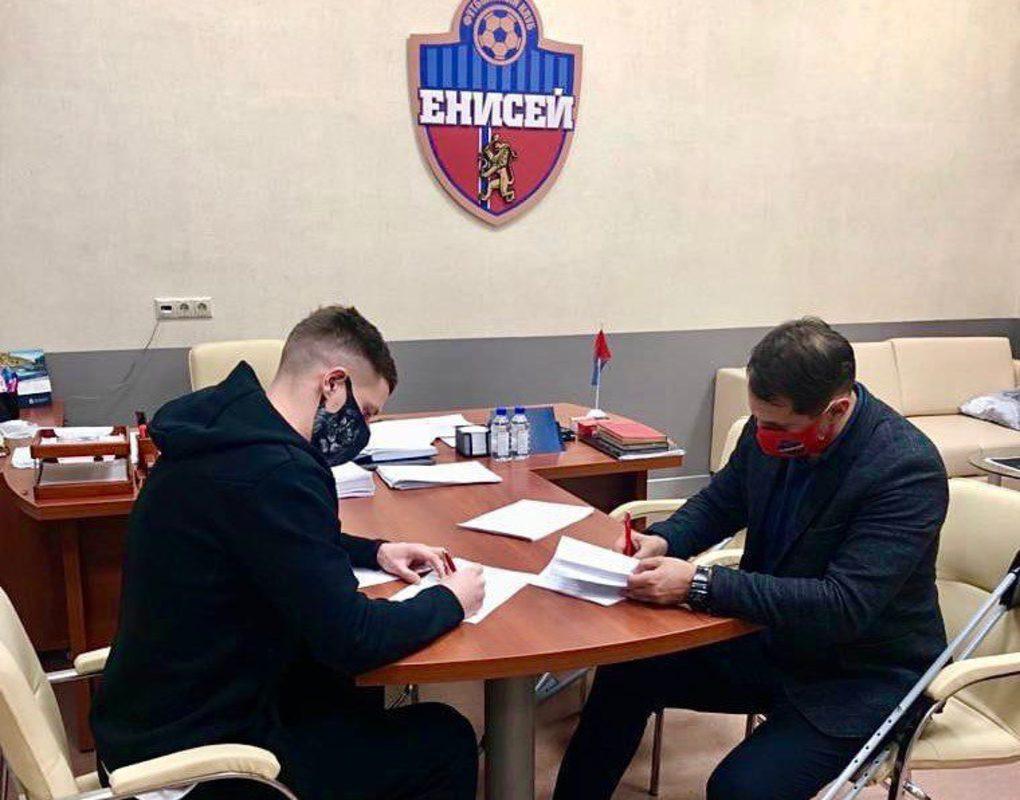 Продать нельзя подписывать: футбольный «Енисей» сообщил о переходе братьев Рукасов