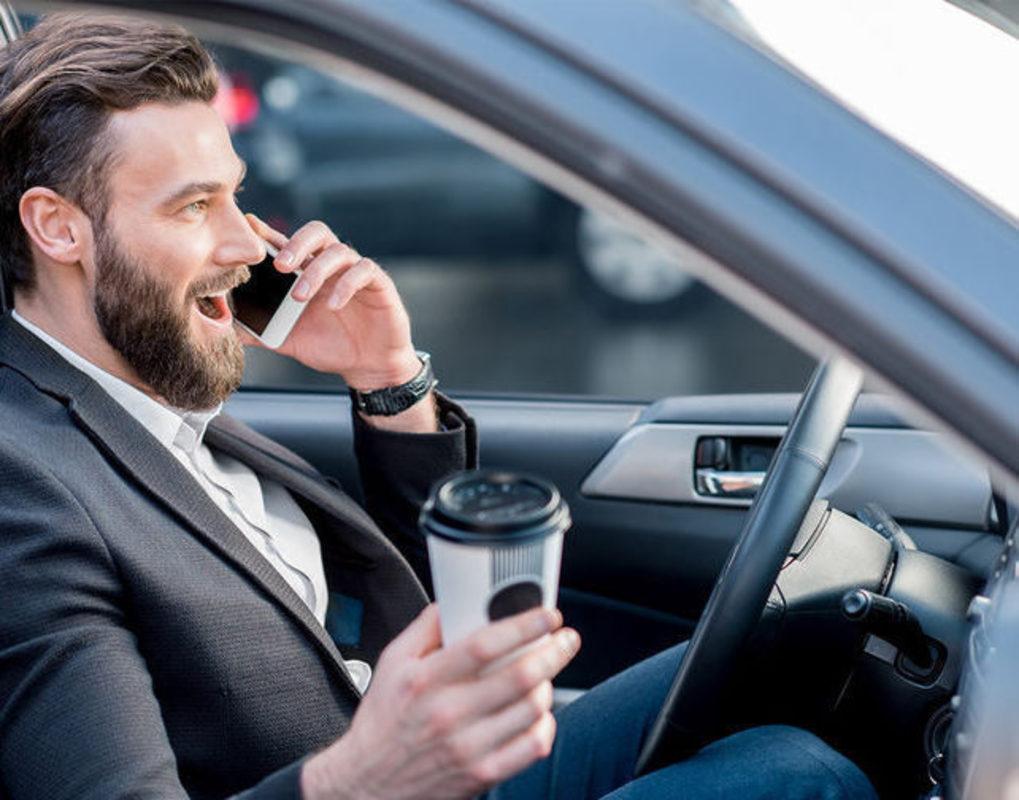 С начала 2021 года было оштрафовано 660 водителей за разговоры по телефону