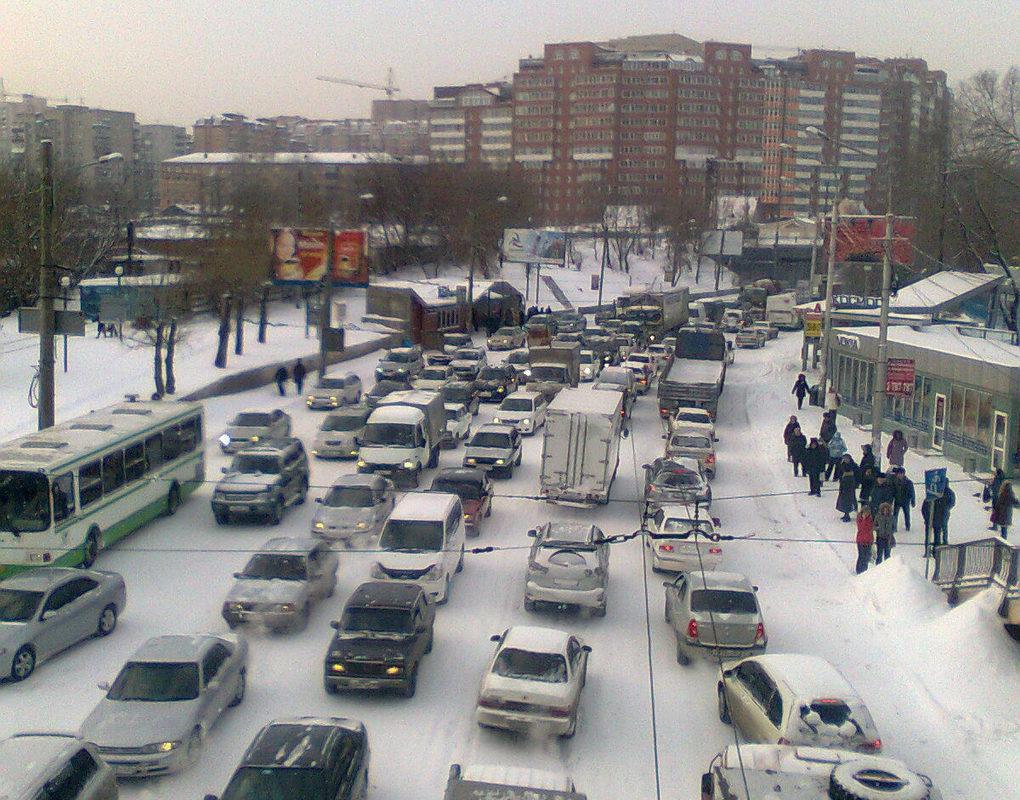Утро в Красноярске началось с больших пробок