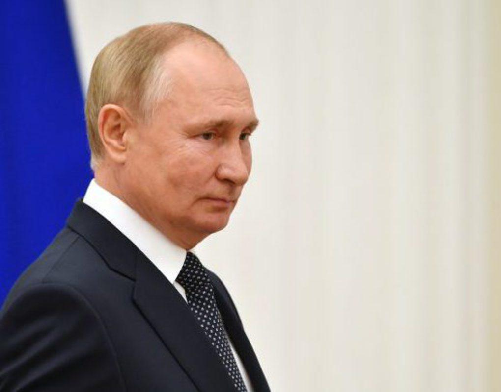Владимир Путин уходит на самоизоляцию из-за случаев ковида в его окружении