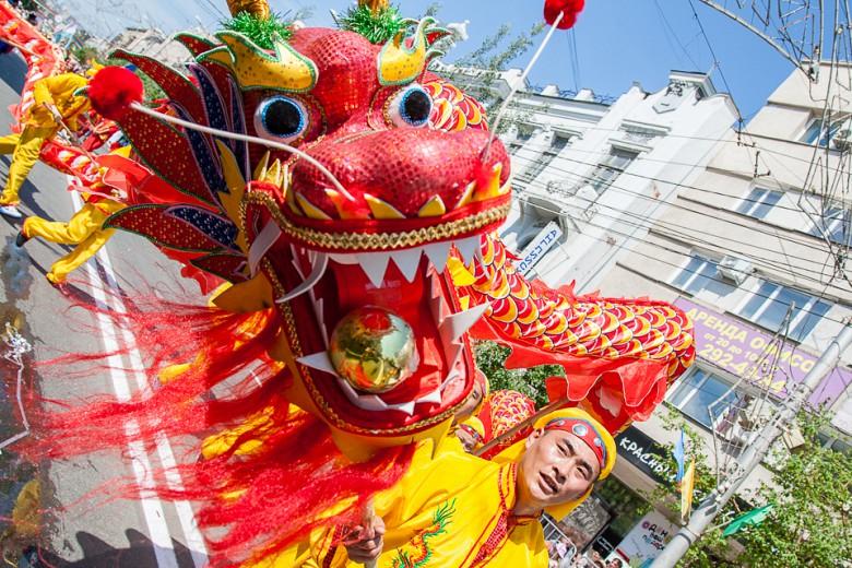Праздничный карнавал в День города фото 5