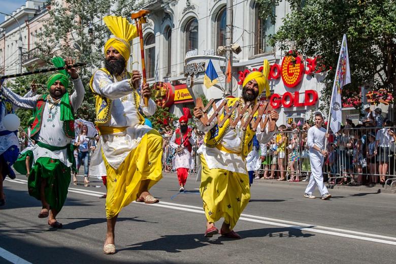 Праздничный карнавал в День города фото 7
