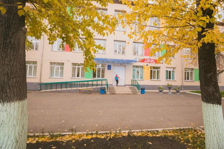 С другой стороны 4-го моста в разных стадиях строительства находятся ЖК «Енисей», «Панорама», «Премьера». Они, как и эконом-жилье на окраине «Солнечного», влекут покупателей своей ценой — от 45 тыс. до 50 тыс. руб.