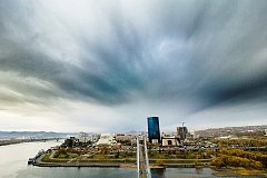 Красноярец забрался на вершину вантового моста и сделал осенние снимки города
