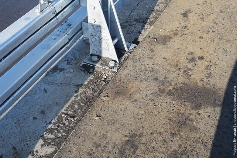 На тротуаре же была жуткая грязь, никто не подумал даже банально подмести