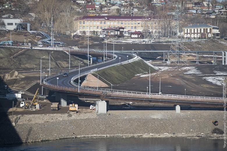 """И ещё немного моста. Одно """"ухо"""", ведущее на ул.Дубровинского."""