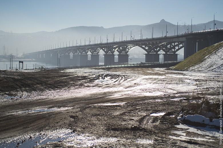Ну и напоследок фотография - общее впечатление. В целом, хороший объект транспортной инфраструктуры, немного испортило впечатление явное пренебрежение пешеходным движением, грязь и сильный смог.