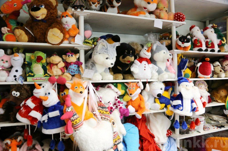Подготовка к Новому году на красноярской фабрике игрушек «Бирюсинка» фото 28