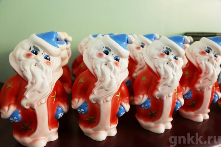 Подготовка к Новому году на красноярской фабрике игрушек «Бирюсинка» фото 18