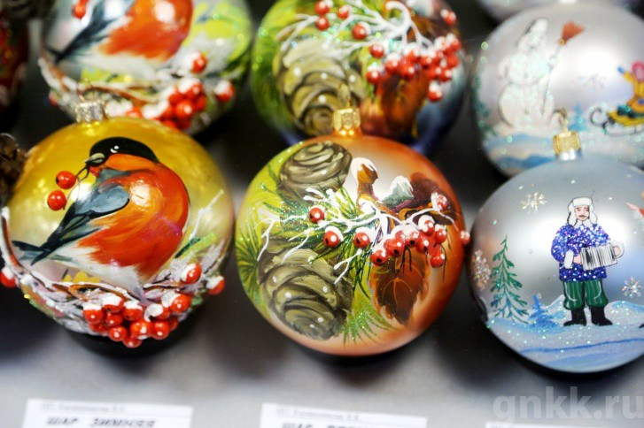 Подготовка к Новому году на красноярской фабрике игрушек «Бирюсинка» фото 41