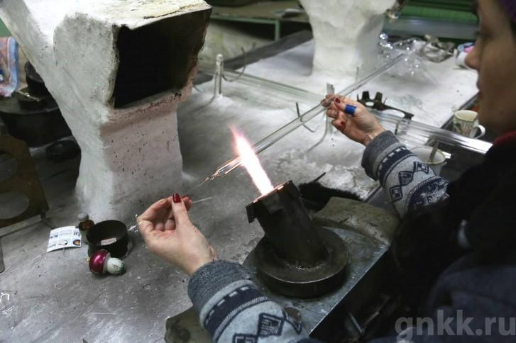 Подготовка к Новому году на красноярской фабрике игрушек «Бирюсинка» фото 52