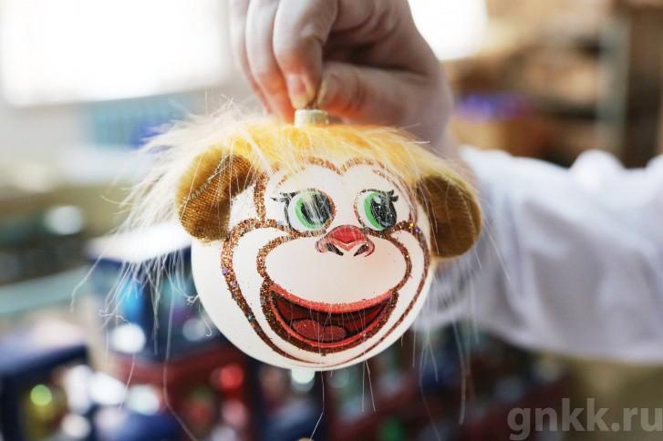 Подготовка к Новому году на красноярской фабрике игрушек «Бирюсинка» фото 3