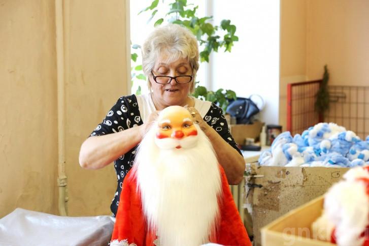 Подготовка к Новому году на красноярской фабрике игрушек «Бирюсинка» фото 53