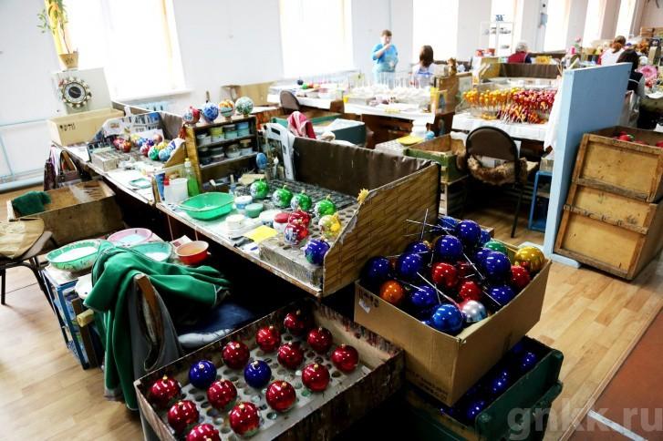 Подготовка к Новому году на красноярской фабрике игрушек «Бирюсинка» фото 16