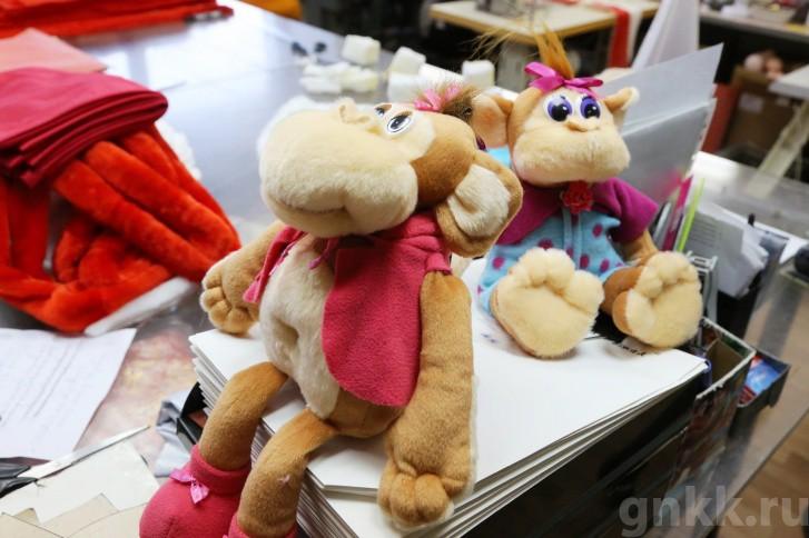 Подготовка к Новому году на красноярской фабрике игрушек «Бирюсинка» фото 25