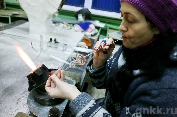 Подготовка к Новому году на красноярской фабрике игрушек «Бирюсинка» фото 50