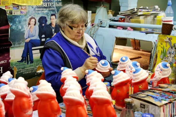 Подготовка к Новому году на красноярской фабрике игрушек «Бирюсинка» фото 22