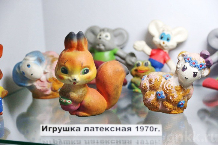 Подготовка к Новому году на красноярской фабрике игрушек «Бирюсинка» фото 57