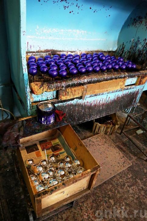 Подготовка к Новому году на красноярской фабрике игрушек «Бирюсинка» фото 29